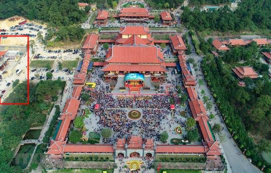 Toàn cảnh chùa Ba Vàng (ô kẻ đỏ là nơi giải vong)