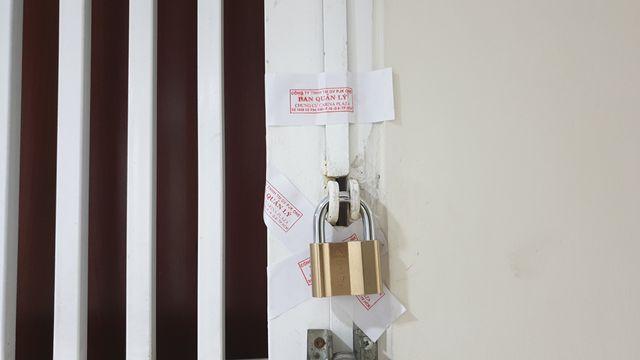 Một căn hộ tại chung cư Carina vẫn còn dán niêm phong