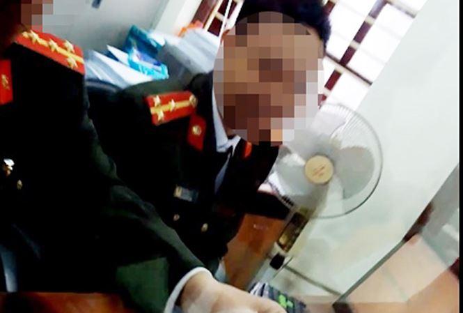 """Cận cảnh cán bộ phòng quản lý XNC Bắc Giang """"làm luật"""""""