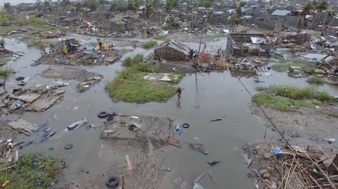 Bộ trưởng Môi trường và đất đai Mozambique Celso Correia xác nhận số người thiệt mạng tăng lên 417 người, đồng thời cho biết tình hình tại các khu vực chịu tác động của bão Idai dù đã được cải thiện nhưng vẫn diễn biến nghiêm trọng.