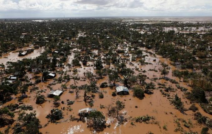 Nước các con sông Buzi và Pungwe dâng cao khiến một vùng rộng lớn chìm trong biển nước.