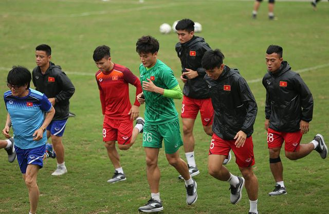 Văn Hậu và các đồng đội quyết tâm đánh bại U23 Thái Lan
