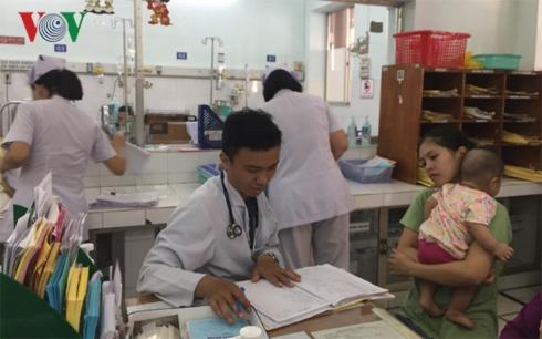 Trẻ em nhập viện tăng đột biến.