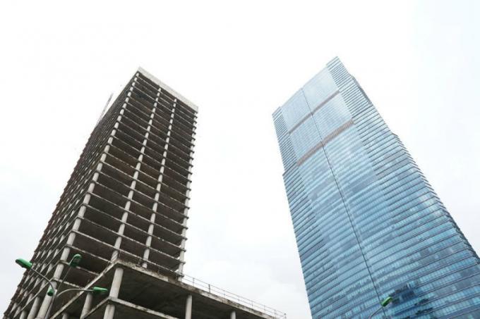 Tháp văn phòng nghìn tỷ bỏ hoang