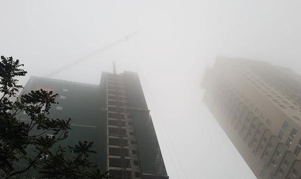 Không khí Hà Nội ô nhiễm báo động, khẩu trang thường không tác dụng