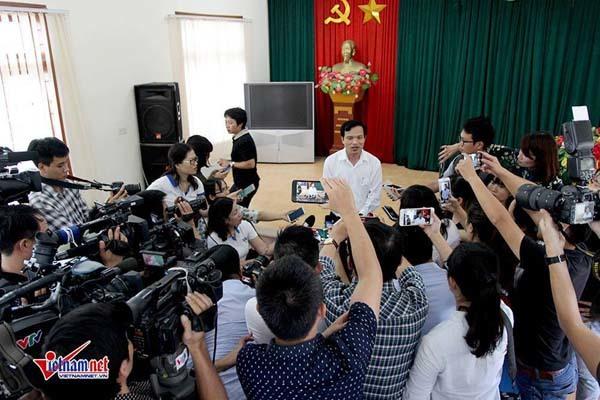 Ông Mai Văn Trinh trả lời báo chí tại cuộc gặp chia sẻ thông tin trưa ngày 23/7/2018. Ảnh: Đoàn Bổng