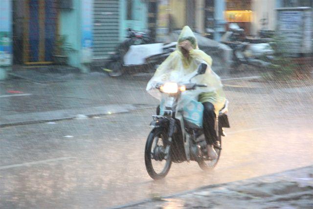 Miền Bắc chuyển lạnh và mưa giông.