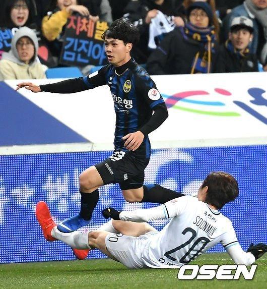Công Phượng nỗ lực, chiến đấu ở giải K-League hàng đầu châu Á đã đáng khen ngợi, biết CP23 phải chịu thêm áp lực không đáng có - trả lời phỏng vấn ngay trước trận, thì càng nể hơn
