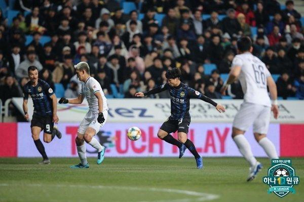 Báo chí Hàn nhận xét, có nhiều cầu thủ nước ngoài đến K-League nhưng chưa ailại được quan tâm như Công Phượng