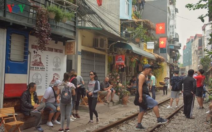 Dù vậy, lượng khách đổ về đây nhằm tìm cảm giác mạnh ngày càng nhiều, đặc biệt là các bạn trẻ và du khách nước ngoài.