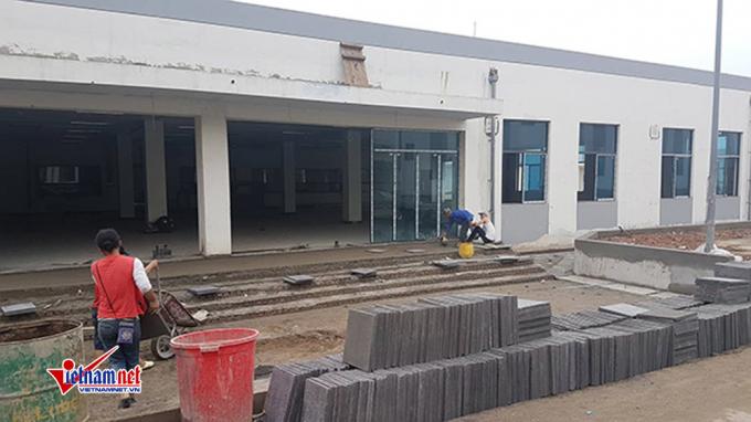 Khu nhà ăn trong ga Depot đang được lát gạch để phục vụ nhân viên vận hành trong ga