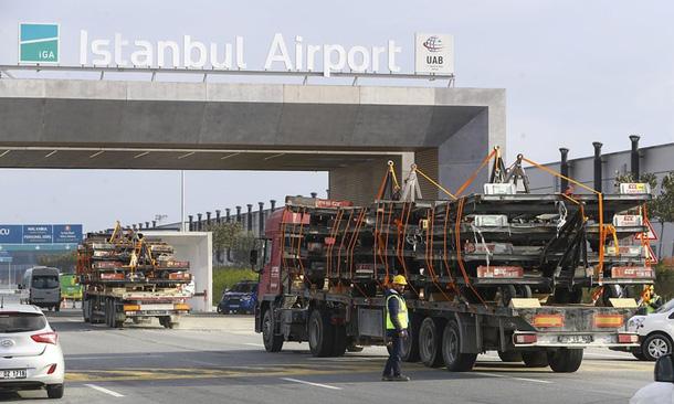Khoảng 45 ngàn tấn thiết bị của Turkish Airlines đã vượt chặng đường hơn 30km về phía bắc để đến sân bay mới Istanbul.