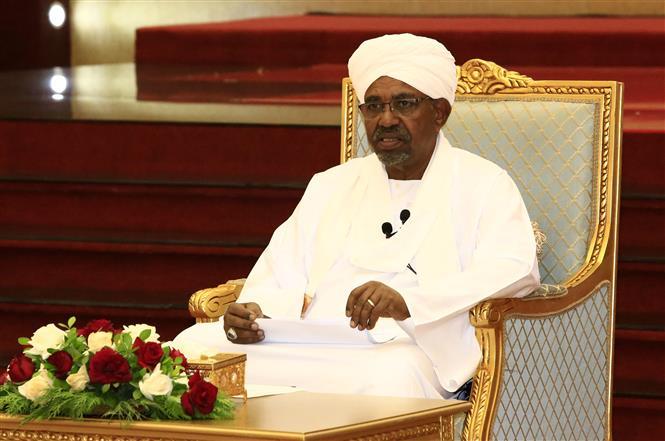 Tổng thống Sudan Omar al-Bashir tại cuộc họp ở Khartoum, Sudan, ngày 5/4. Ảnh: THX/TTXVN