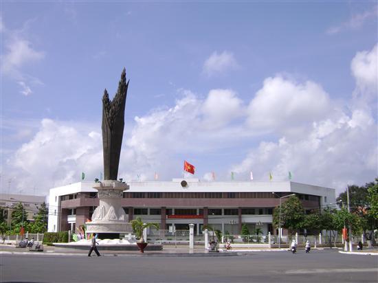 UBND tỉnh An Giang cũng đã có văn bản chỉ đạo Sở Nội vụ tỉnh An Giang tổ chức kiểm điểm, làm rõ trách nhiệm của từng tổ chức, cá nhân có sai phạm