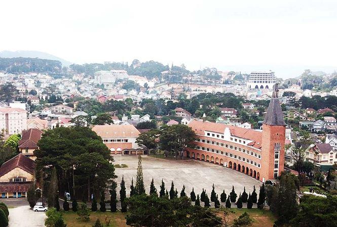 Công trình kiến trúc Cao đẳng sư phạm nổi bật giữa đô thị Đà Lạt