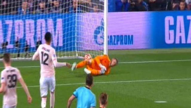 De Gea mắc sai lầm giúp Messi có được bàn thắng thứ hai