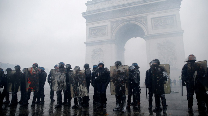 Lực lượng cảnh sát chống bạo động tại Paris, Pháp. (Ảnh: Reuters)
