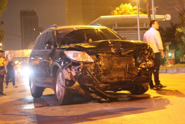 """Chiếc """"xe điên"""" gây ra vụ tai nạn nghiêm trọng dừng ở số 81 đường Láng Hạ (Ảnh: Nguyễn Trường)."""