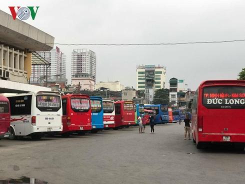 Tại bến xe Giáp Bát, lượt khách cao nhất trong các ngày cao điểm sẽ tăng 200-300% so với ngày thường; lượt xe dự kiến là 1.150 lượt xe/ngày (tăng khoảng 130% so với ngày thường).