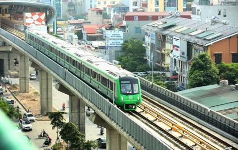 Hứa hẹn vận hành chính thức sau 3-6 tháng chạy thử, đến nay đã bước sang tháng thứ 8, đường sắt Cát Linh - Hà Đông vẫn ngổn ngang.
