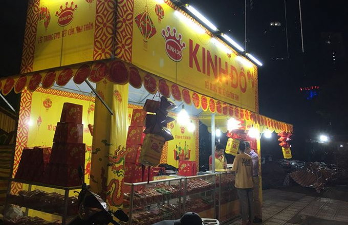 Các quầy hàng bánh Trung thu đã bắt đầu xuất hiện trên các tuyến phố Hà Nội