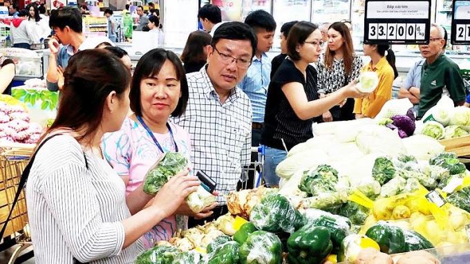 Nhiều loại nông sản đảm bảo xuất xứ và chất lượng đã được đưa vào siêu thị tiêu thụ
