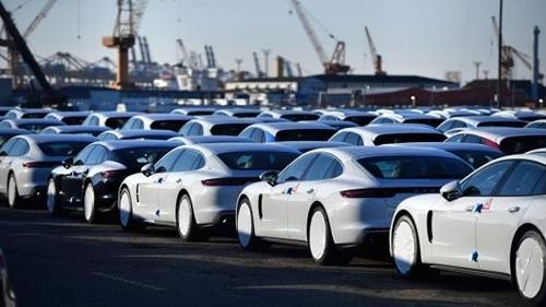 Giá xe nhập khẩu trung bình ô tô các loại từ ASEAN chỉ hơn 4.000 USD/xe, chưa thuế.