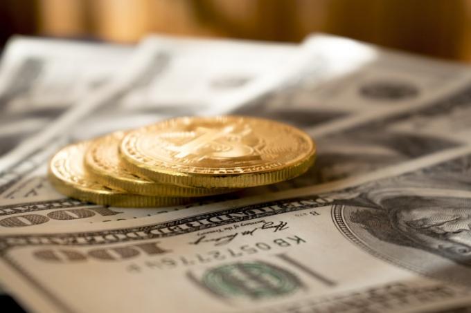 Giá Bitcoin diễn biến tích cực trong 72 giờ qua nhưng vẫn chưa thể chạm ngưỡng 10.000 USD. (Ảnh: unsplash)