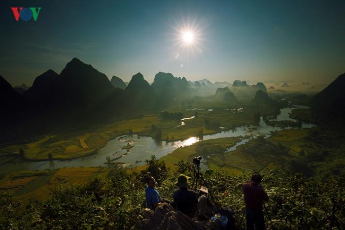 Ngọc Côn là nơi sông Quây Sơn (bắt nguồn từ Trung Quốc) chảy vào lãnh thổ Việt Nam.