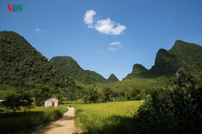 Phong Nậm là một xã thuộc huyện Trùng Khánh, phía Bắc giáp Trung Quốc. Ảnh: Đường vào Phong Nậm.