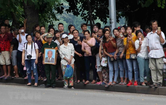 Người dân Thủ đô đưa tiễn nguyên Tổng Bí thư Đỗ Mười. (Nguồn: TTXVN).