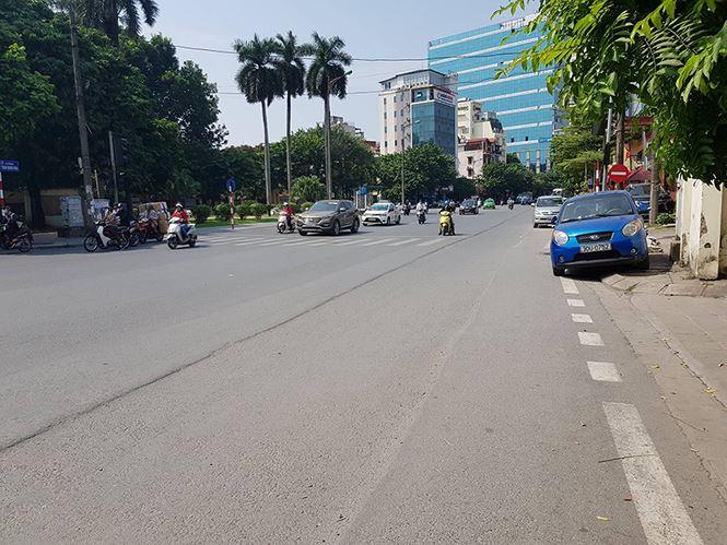 Hiếm hoi, có tuyến đường Trần Quang Khải, Hai Bà Trưng đã thi công xong, nhưng đơn vị thi công hoàn trả lại mặt đường không bằng phẳng. Gây nguy hiểm cho người tham gia giao thông.