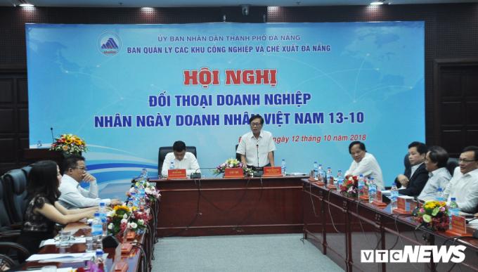 Ông Phạm Việt Hùng, Trưởng Ban quản lý các KCN và chế xuất Đà Nẵng giải đáp thắc mắc của doanh nghiệp.