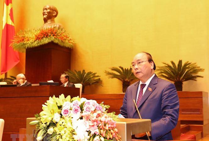 Thủ tướng Chính phủ Nguyễn Xuân Phúc trình bày Báo cáo về tình hình kinh tế - xã hội năm 2018 và kế hoạch phát triển kinh tế - xã hội năm 2019. Ảnh: TTXVN.