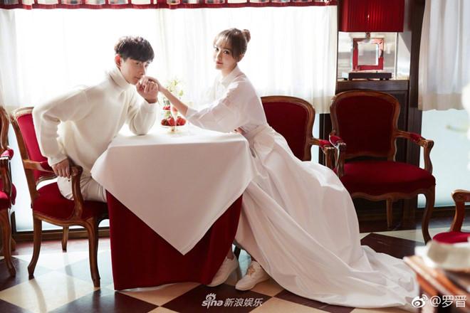 Bộ ảnh được thực hiện ngay tại Vienna, Áo. Đây là nơi hai người sẽ tổ chức hôn lễ vào 29/10.
