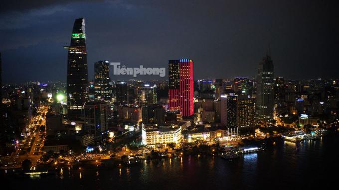 Bến Bạch Đằng nằm ven sông Sài Gòn...