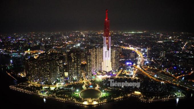 Tòa nhà Landmark có chiều cao 461,3 m, trở thành toà nhà cao nhất Việt Nam và nằm trong top 15 toà nhà cao nhất thế giới.