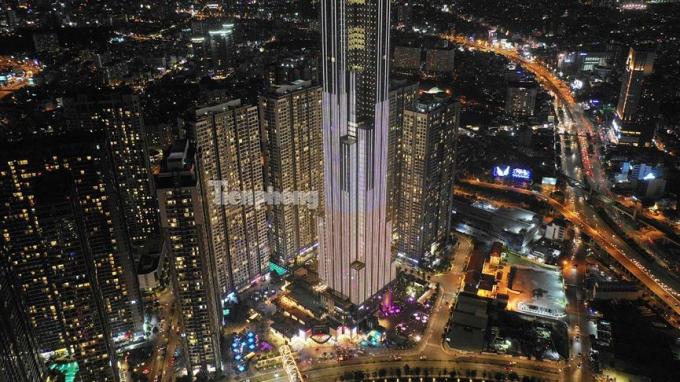 Chân tháp tòa nhà Landmark.