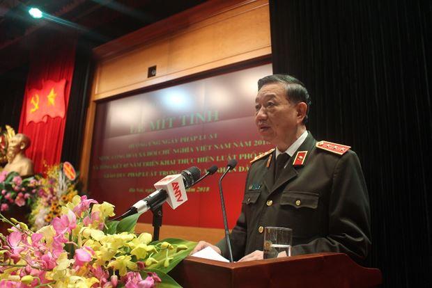 Thượng tướng Tô Lâm, Bộ trưởng Bộ Công an nhấn mạnh: lực lượng Công an luôn coi trọng ý nghĩa chính trị, pháp lý, xã hội sâu sắc của Ngày Pháp luật.