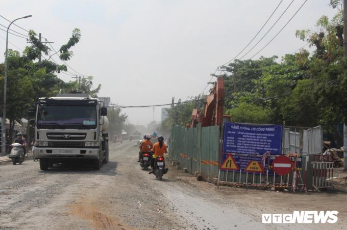 Được biết, đường Huỳnh Tấn Phát đang được Khu quản lý giao thông đô thị số 4 (Sở GTVT TP.HCM) nâng cấp đoạn từ Trần Xuân Soạn đến cầu Phú Xuân, quận 7.