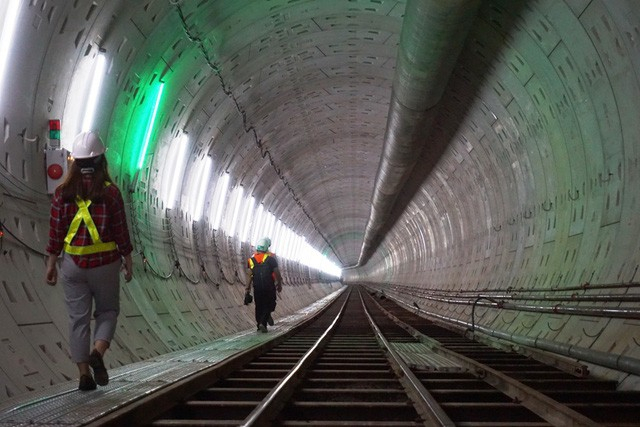 Hoàn thành lắp dựng vỏ hầm phía Đông và phía Tây đoạn từ ga Nhà hát TP đến ga Ba Son.