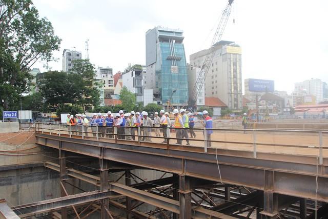 Gói thầu số 1a (xây dựng đoạn ngầm gần 0,8km từ ga trung tâm Bến Thành đến ga Nhà hát TP) đạt hơn 50% khối lượng công việc.