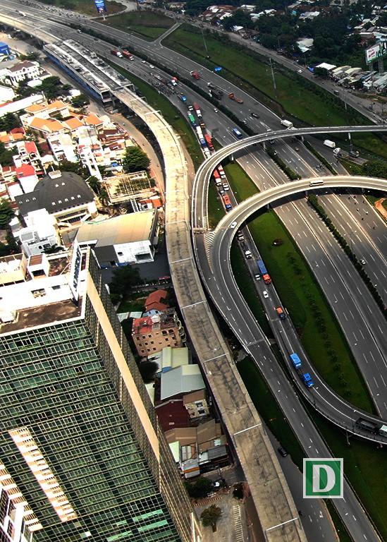 Metro Bến Thành – Suối Tiên qua tại nút giao thông Cát Lái.