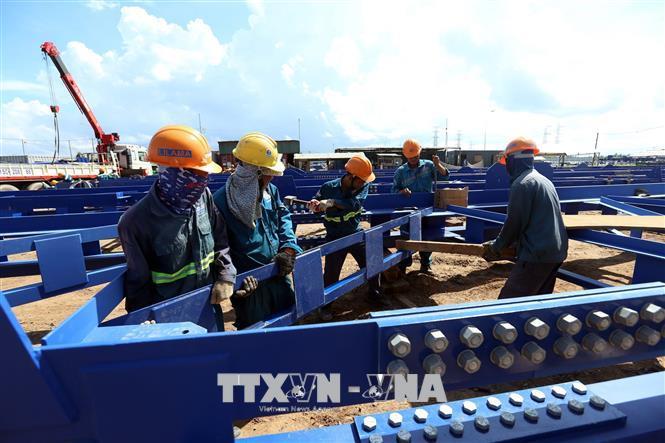 Thi công Nhà máy nhiệt điện Long Phú 1. Ảnh: Huy Hùng/TTXVN.