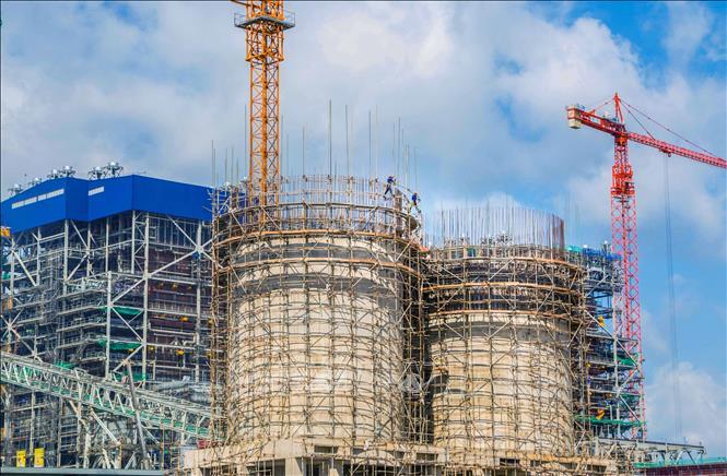 Thi công các hạng mục chính của Nhà máy Nhiệt điện Sông Hậu 1. Ảnh: Duy Khương/TTXVN.