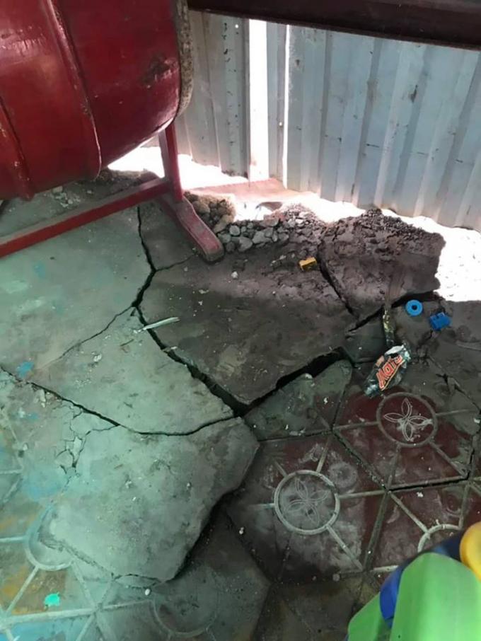 Nền sân của công trình 143 Chùa Hàng hiện giờ đã bị nứt.