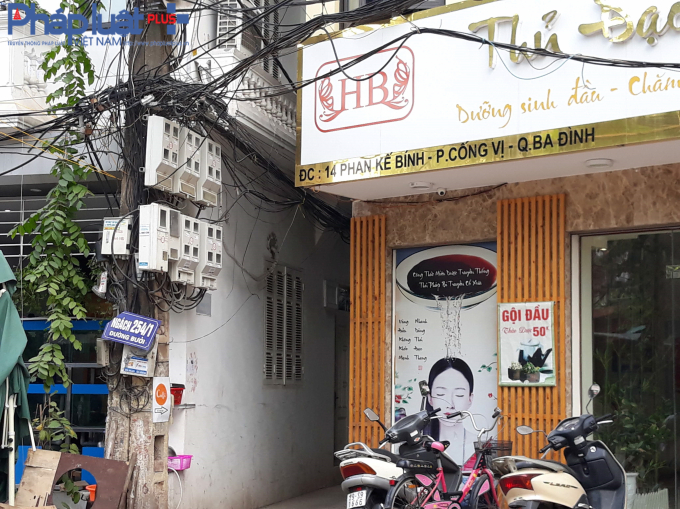 Cạnh một cửa hàng có địa chỉ số 14 Phan Kế Bính lại là ngách 254/1 đường Bưởi.