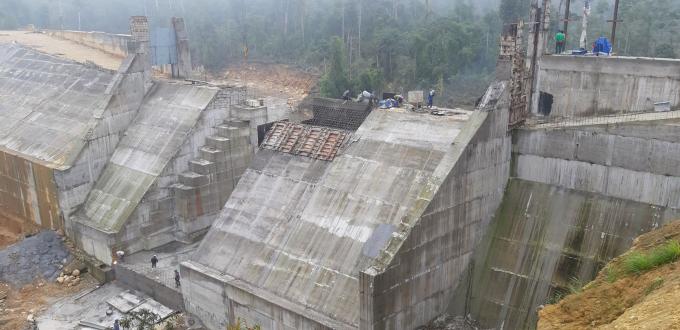 Mặc dù bị đình chỉ nhưng tại dự án Thủy điện Pờ Hồ, Cty Intracom vẫn tổ chức thi công bất chấp quy định. Ảnh: ND.