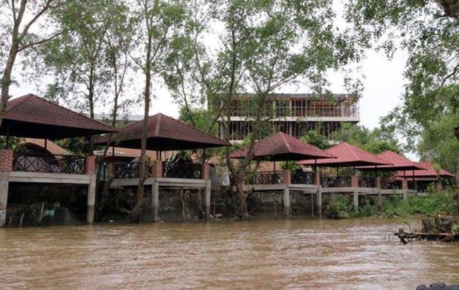 Một công trình lấn sông tại Cần Thơ.