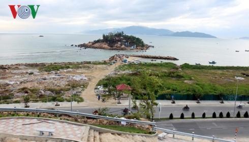 Dự án Nha Trang Sao lấn vịnh, biến bãi biển thành bãi hoang tàn.